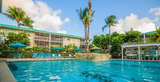 Seven Mile Beach Resort & Club - West Bay - Piscina