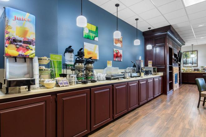 Quality Inn and Suites Mtn Home - Mountain Home - Buffet