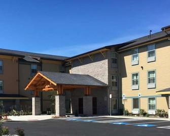 Aptel Studio Hotel - Anchorage - Building