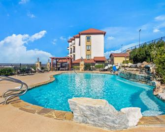 La Quinta Inn & Suites by Wyndham Marble Falls - Marble Falls - Pool