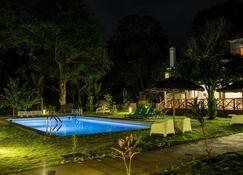 Roça Santo António Ecolodge - São João - Piscina