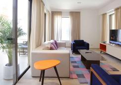 Ramada Hotel and Suites by Wyndham Dubai JBR - Dubai - Bedroom