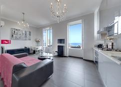 5 Minutes Walk To Casino Square/Prada! Seaview! Clinically Sanitised - Monaco - Living room