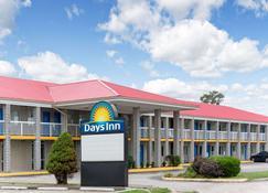Days Inn by Wyndham Richmond - Richmond - Rakennus