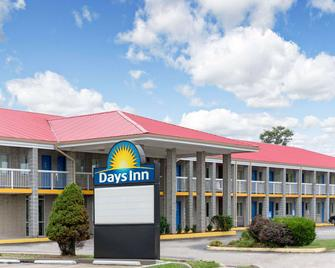 Days Inn by Wyndham Richmond - Richmond - Edifício