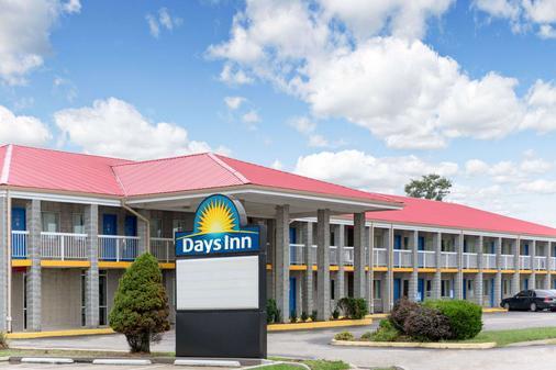 Days Inn by Wyndham Richmond - Richmond - Gebäude