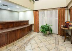 Hawthorn Suites by Wyndham Napa Valley - Napa - Ingresso
