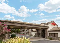Hawthorn Suites by Wyndham Napa Valley - Napa - Building
