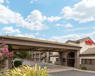 Hawthorn Suites by Wyndham Napa Valley - Napa - Edificio