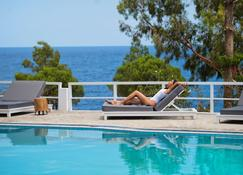 阿卡拉穆爾公寓式酒店 - 莫奈姆瓦夏 - 莫奈姆瓦夏 - 游泳池