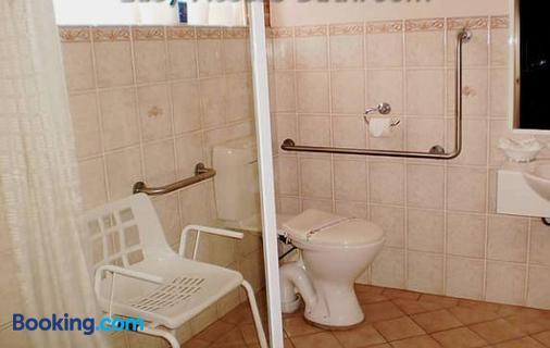 Lake Haven Motor Inn & Palms Restaurant - Gorokan - Bathroom