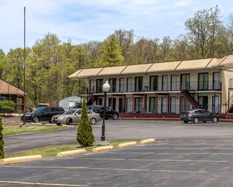 Econo Lodge Inn & Suites near Split Rock and Harmony Lake - White Haven - Building