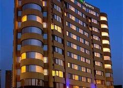 Holiday Inn Express Taoyuan - Taoyuan City - Edificio