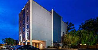 Best Western Plus Gen X Inn - Memphis - Building