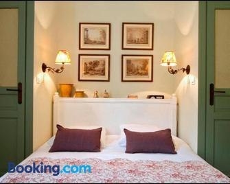 Le trente trois - Юзес - Bedroom