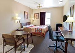 Super 8 by Wyndham St. Louis Airport - St. Louis - Κρεβατοκάμαρα