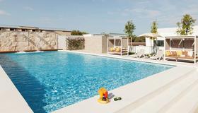 羅馬梵蒂岡慢板公寓式酒店 - 羅馬 - 羅馬 - 游泳池