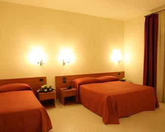 Hotel Dell' Arpa - Viggiano - Спальня