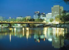 DoubleTree by Hilton Hotel London Ontario - London - Outdoors view