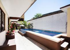 Hotel Doña Juanita - إكستابا زيواتانيجو - حوض السباحة