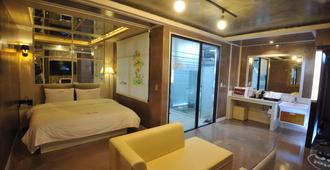 Time Hotel - Yangsan - Habitación