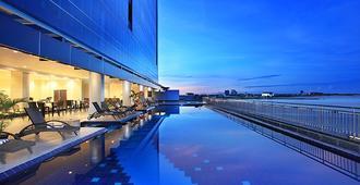 Swiss-Belhotel Makassar - Makassar - Pool