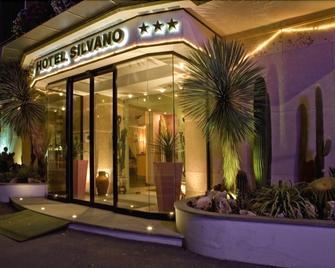 Hotel Silvano - Diano Marina - Toà nhà