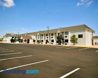 Desert Inn - Tucumcari - Building