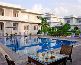 Udai Vilas Palace - Bharatpur - Басейн