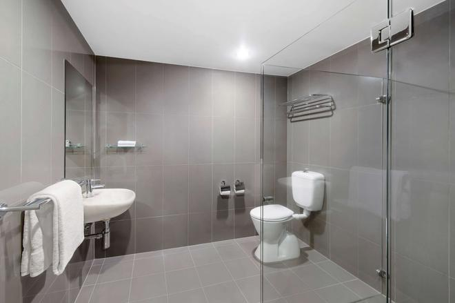 Adina Serviced Apartments Canberra Dickson - Dickson - Bathroom