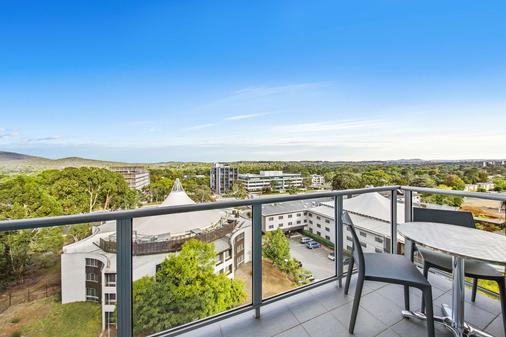 Adina Serviced Apartments Canberra Dickson - Dickson - Balcony