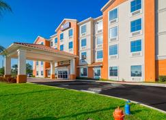 Comfort Inn & Suites Maingate South - Davenport - Building