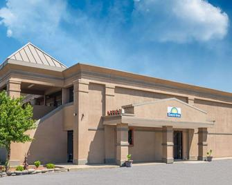 Days Inn by Wyndham, Mt. Sterling - Mount Sterling - Building