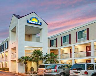 Days Inn by Wyndham Marietta-Atlanta-Delk Road - Marietta - Building