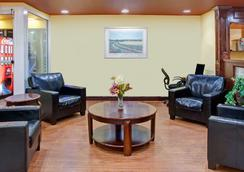 Days Inn by Wyndham Marietta-Atlanta-Delk Road - Marietta - Living room