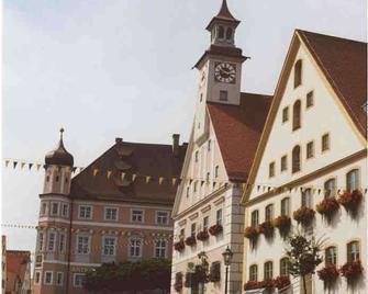 Hotel-Landgasthof Schuster - Greding - Edificio