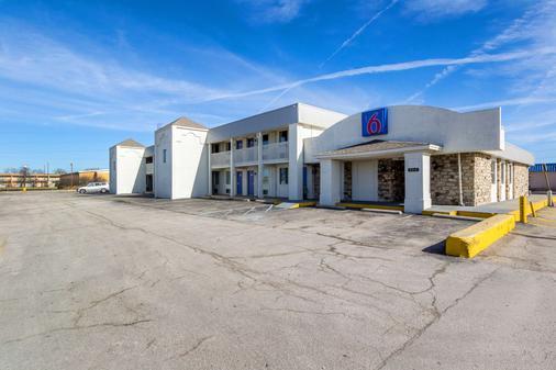 Motel 6 Indianapolis In - S. Harding St. - Indianapolis - Rakennus