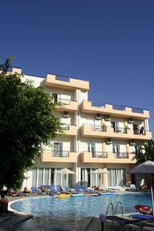 Castro Hotel - Heraklion - Building