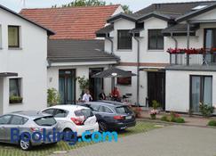 Hotel-Pension Pastow Garni - Broderstorf - Building