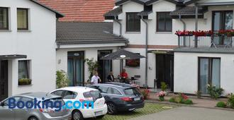 Hotel-Pension Pastow Garni - Broderstorf