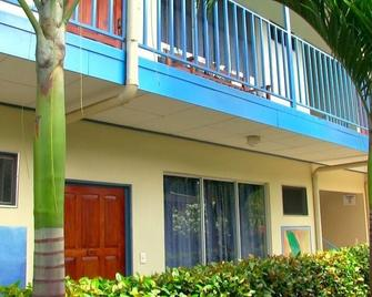Hotel Bahia Azul - Uvita - Building