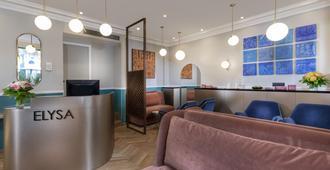 Hotel Elysa-Luxembourg - Paris - Receptionist