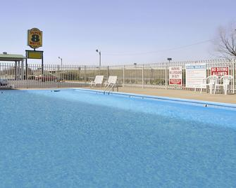 Super 8 by Wyndham Little Rock/North/Airport - North Little Rock - Pool