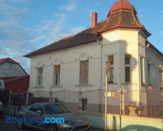 Hostel Maros - Győr - Building