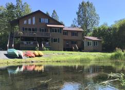 Bear Lake Lodgings B&B - Seward - Building