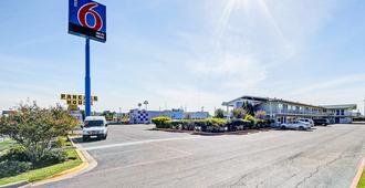 Motel 6 Laredo South - Laredo - Edificio