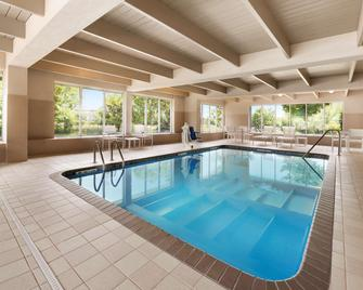 Country Inn & Suites by Radisson, Minneapolis West - Plymouth - Басейн