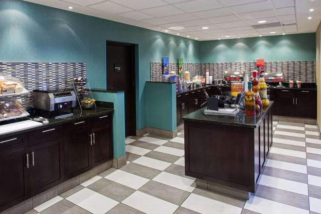 Hampton Inn & Suites by Hilton Toronto Airport - Mississauga - Buffet