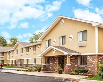 Super 8 by Wyndham Sterling Heights/Detroit Area - Sterling Heights - Building
