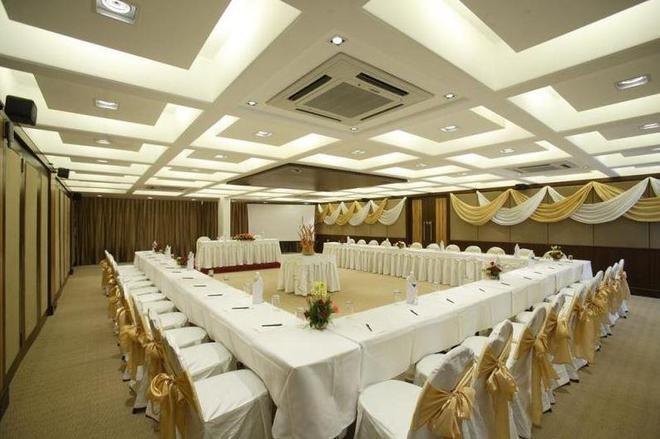 快捷塔酒店 - 瓦多達拉 - 巴羅達 - 會議室